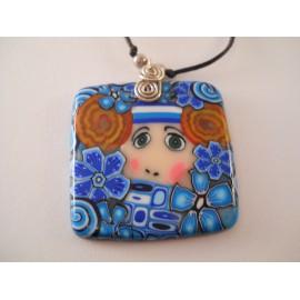 Collier carré visage fleurs bleues