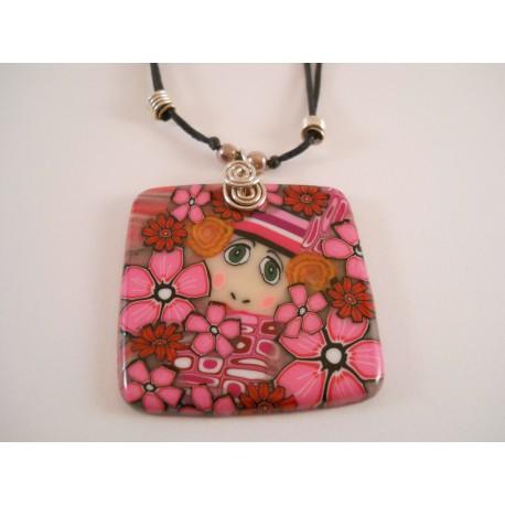 Collier carré visage fleurs roses et rouges